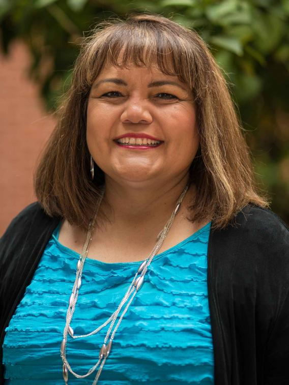 Linda J Perez